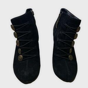 GUESS : Black Owen Suede Button Ankle Boots